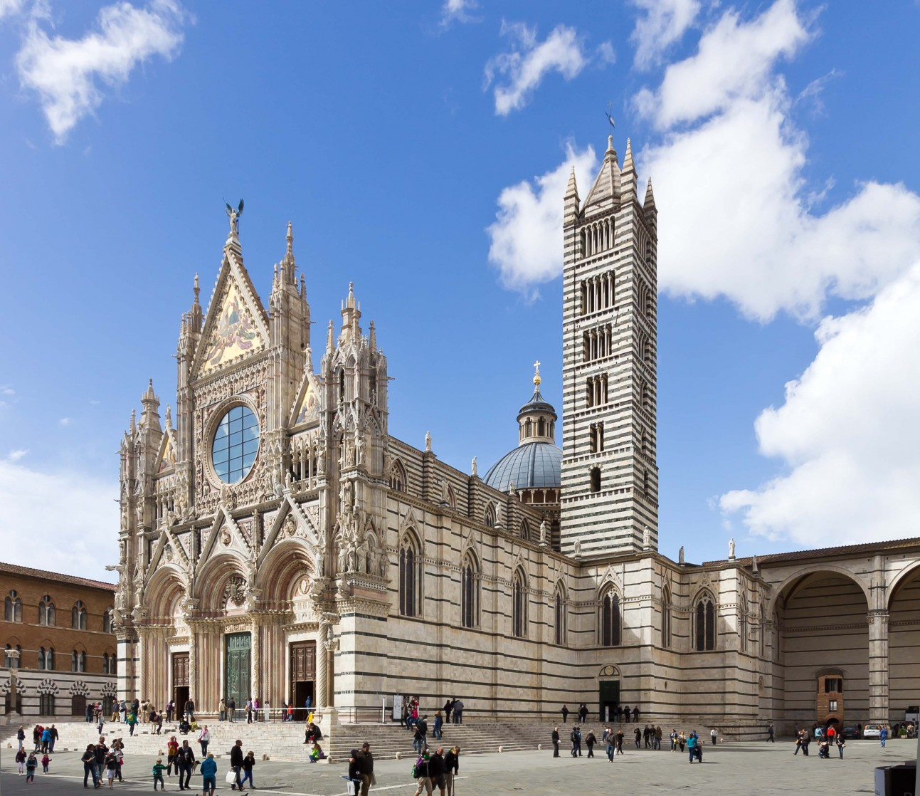 Discover gothic style in Siena
