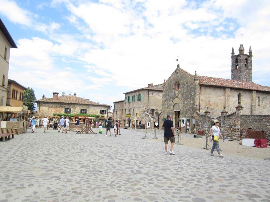 Monteriggioni slow tourism e festival della viandanza
