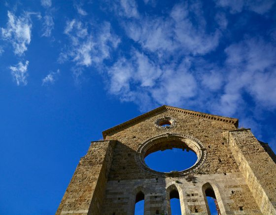 San Galgano Abbey and the charming Chiusdino hamlet
